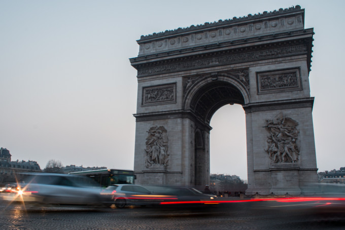 arc de triomph paris france cars